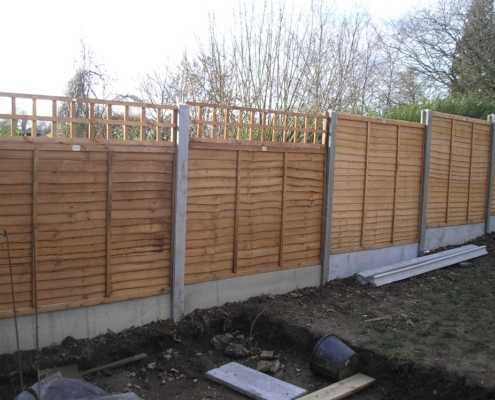 Wooden Garden Fence With Trellis